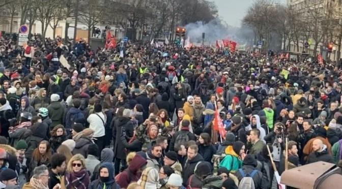 Francia: la tercera huelga general consecutiva alcanza nuevas alturas