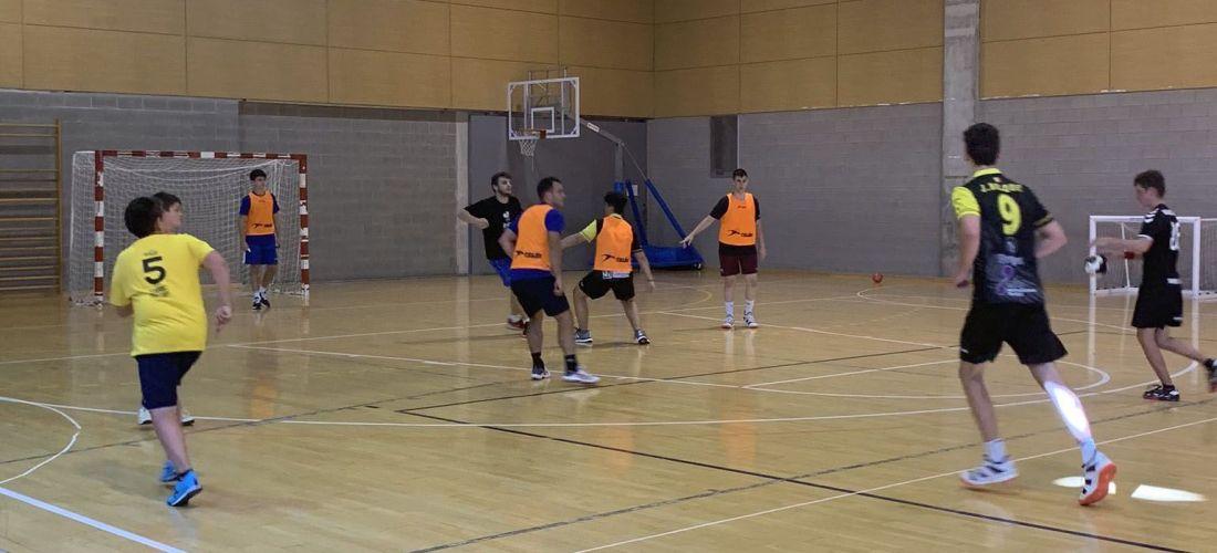 20 esportistes participen en el campus d'handbol de la federació andorrana