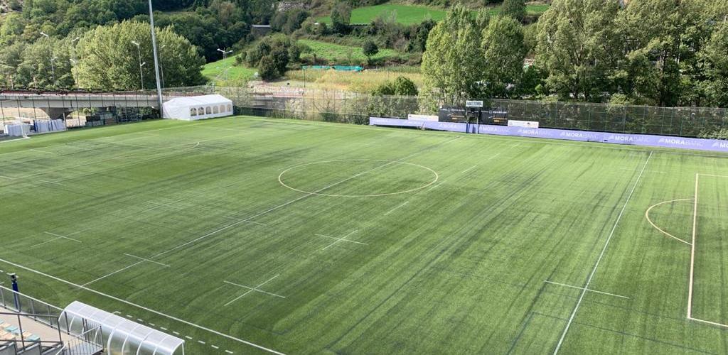 L'FC Andorra entrena en el comunal per tasques de manteniment a Prada de Moles