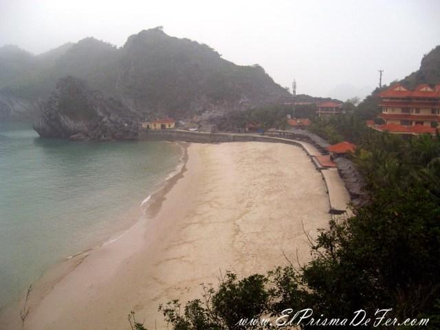 Playas al norte de Cat Ba (el día no acompaño)