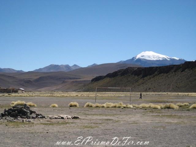 Cancha de futbol en el Circuito  Salar de Uyuni - Bolivia