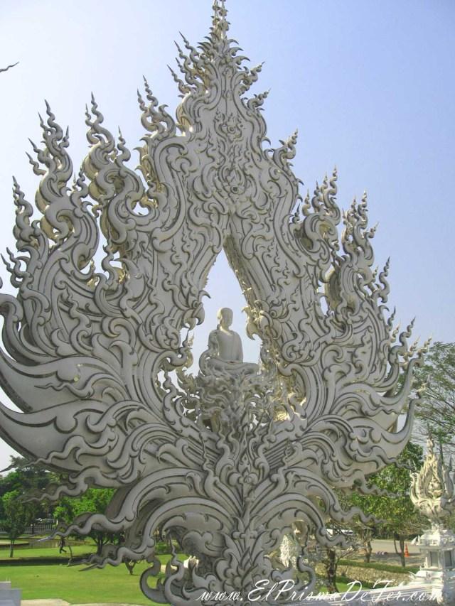 Gran representación de Buda en Wat Rong khun