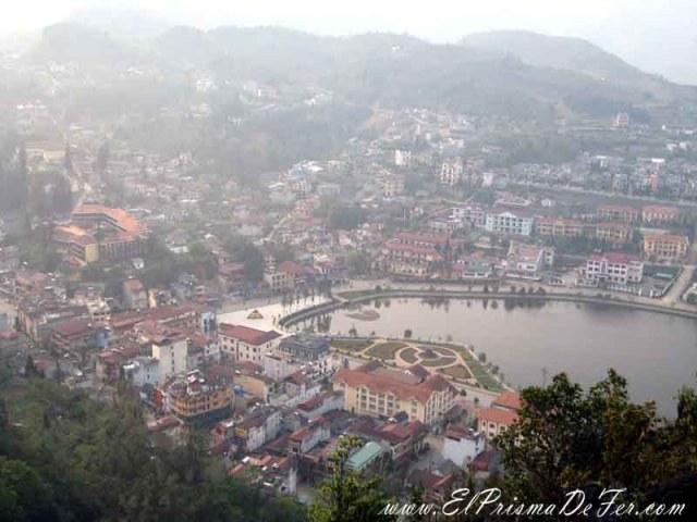 Vistas de la ciudad de Sapa desde Ham Rong Mountain