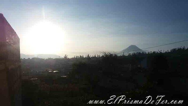 Vista del Volcán Tungurahua desde el bus en Ambato