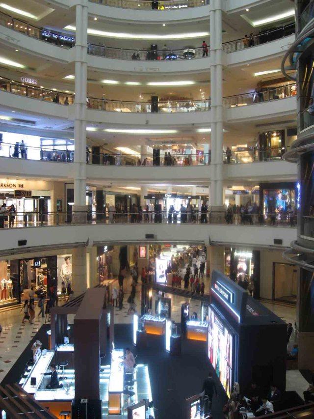 Centro comercial dentro de las Torres Petronas