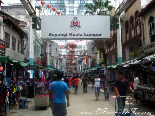 Calle principal de Chinatown en Kuala Lumpur
