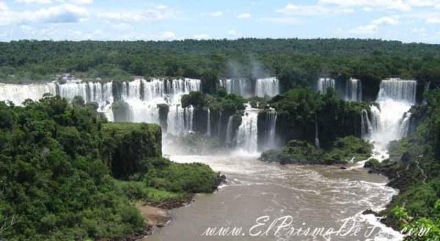 Vistas panorámicas de las Cataratas del Iguazú desde el lado Brasilero