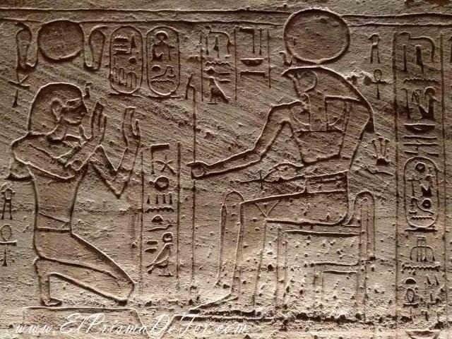 Jeroglíficos en el interior de Abu Simbel
