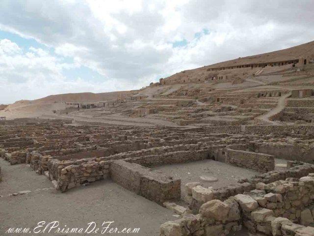 Vista del poblado Deir El Medina, en Luxor