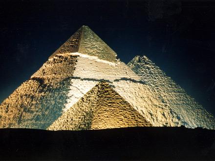 piramides-iluminadas