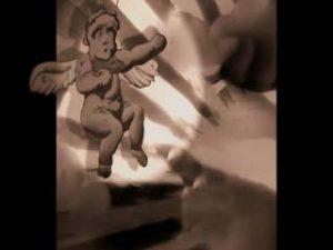 El angel blue - Falling in love again - del video clip de Roberto Pugliese