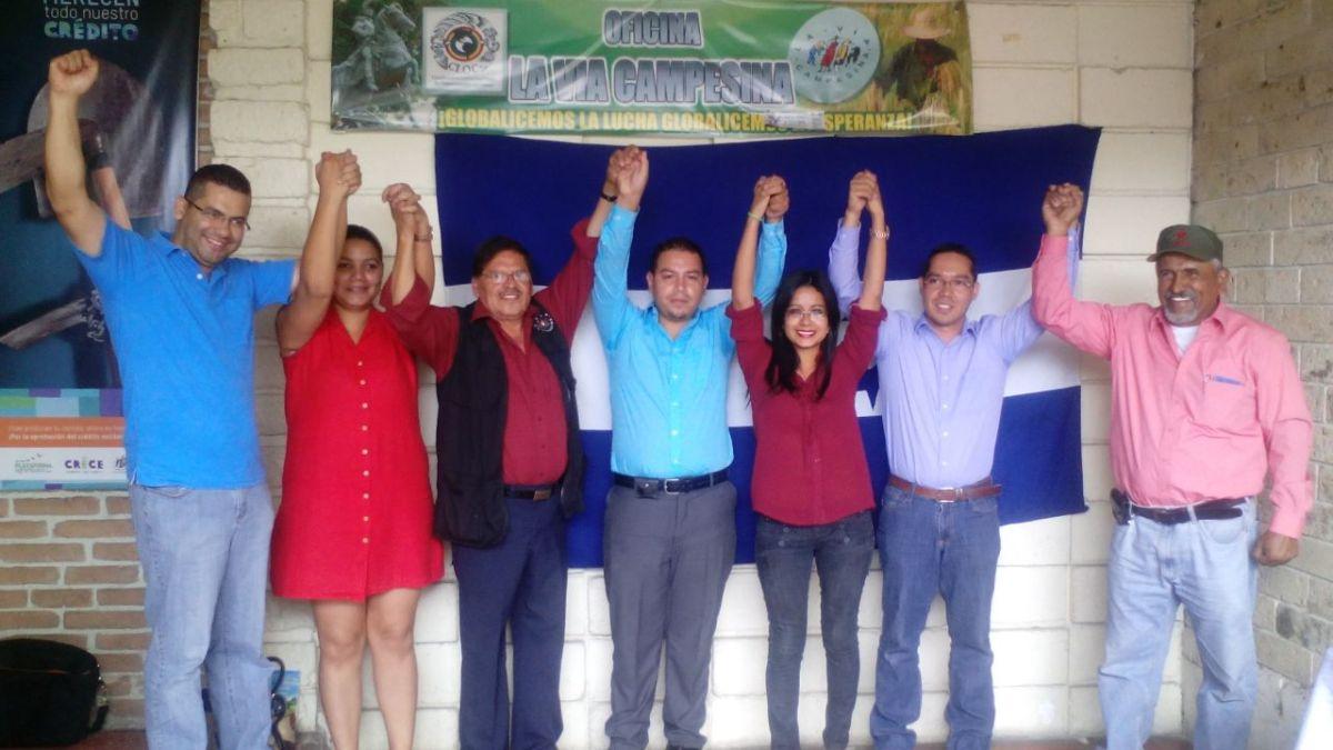 Juan Barahona y Rafael alegría junto a los líderes de los indignados