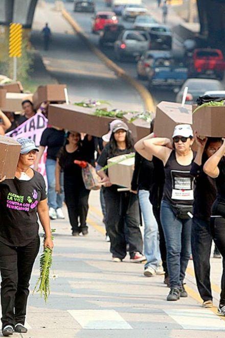 ¡No queremos flores, queremos derechos!