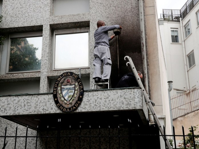 https://www.elimparcial.com/mundo/Embajada-de-Cuba-en-Paris-denuncia-ataque-con-bombas-molotov-20210727-0013.html