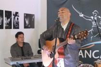 """El cantante """"Carlos Carrasco"""" llevó al escenario en formato acústico el tema de su autoría """"Tormenta""""."""
