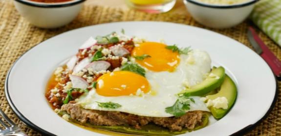 Receta de huevos rancheros con nopal