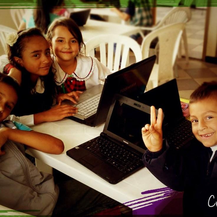 Fundacion clik dona equipos a Creativamente