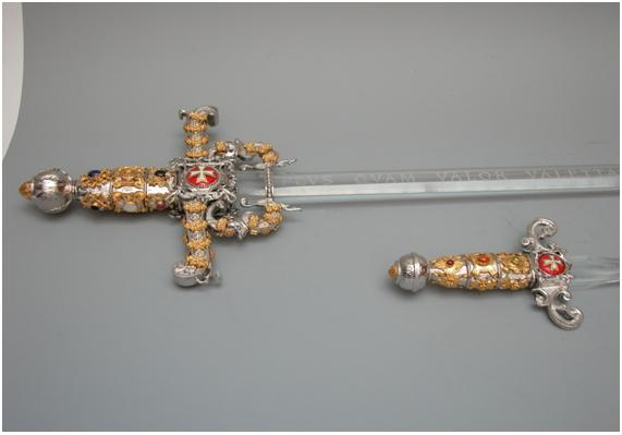 Espadas del Valor «PLVS QVAM VALOR VALETTA VALET» («Más que el mismo valor vale Valetta»)