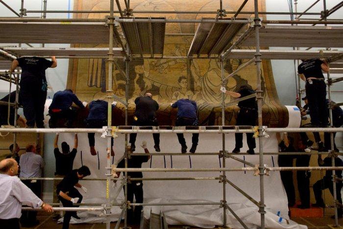 Colocación de la tela en la Sociedad Histórica de NYC