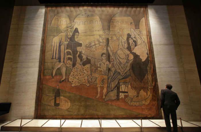 """La tela """"Le Tricorne"""" de Picasso en su ubicación en el restaurante Art"""