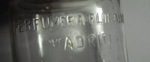 Frasco original de la Perfumeria de principios del siglo XX