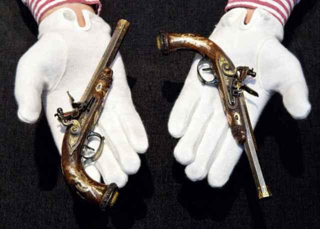 """Pistolas del """"Rey de Roma"""" [Foto: Sothersby]"""