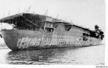 El Graf tras su reflote por el Ejército Rojo, listo para su remolque.