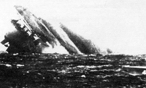 """Última fotografía del """"Graf Zeppelin"""" tomada por la Armada soviética."""