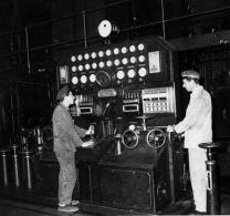 Trabajando en la central, 1960 (Archivo)