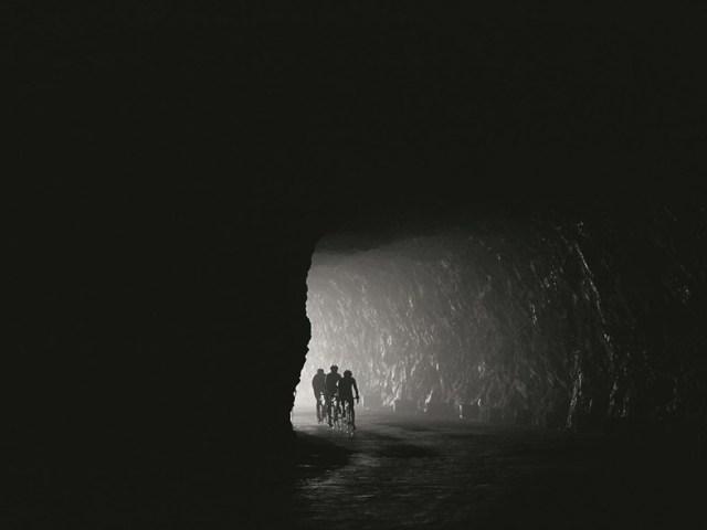 Col' d'Aubisque- uno de los túneles a través del Cirque du Litor ©Michael Blann