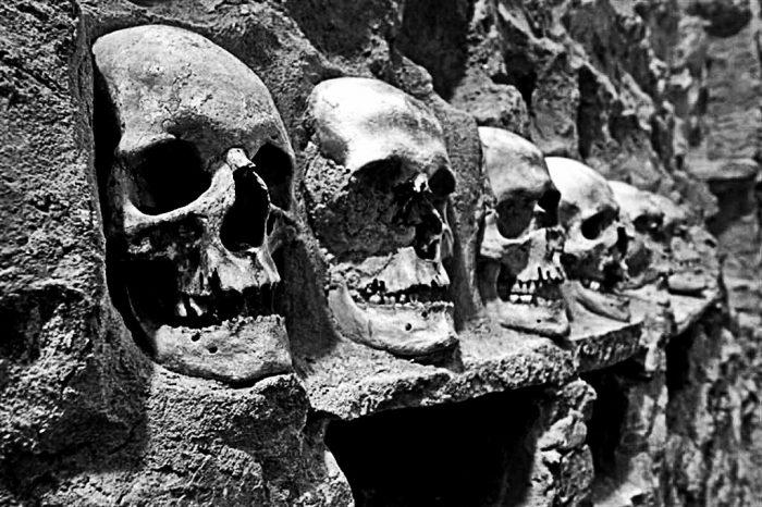 monumentos macabros