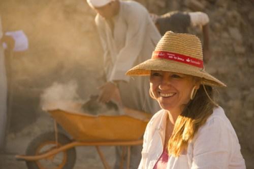 """Myriam Secoo: """"El trabajo del arqueólogo es duro y disciplinado. La jornada de trabajo es muy larga, comienza con la salida del sol y se prolonga hasta la puesta de éste. Si no te apasionara realmente lo que haces, no lo resistirías. """""""