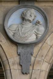 Medallón con la efigie de Bernardo del Carpio, en el Pabellón de San Martín, Plaza Mayor de Salamanca (España).