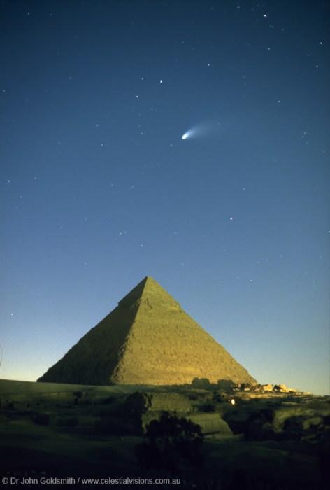 Cometa Hale-Bopp sobre Giza