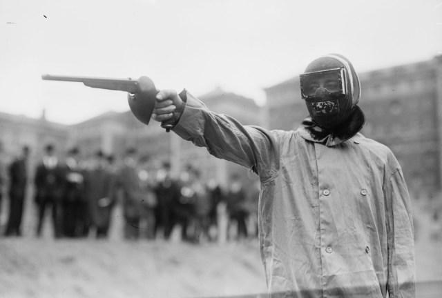 Duelista americano con equipación completa, 1909