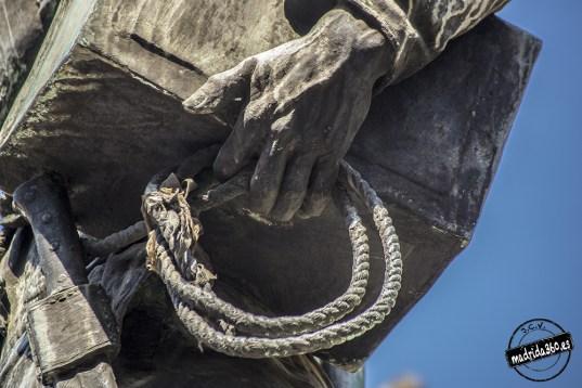 Detalle de la lata de petróleo (estatua de Eloy en Madrid) Foto: http://www.madrida360.es