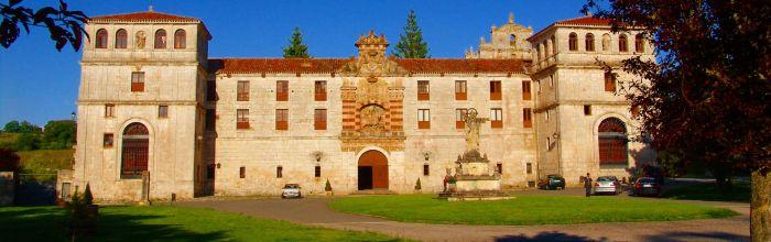 Fachada principal del monasterio. (wikimedia)