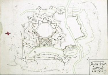 Plano de 1693 donde podemos ver los añadidos defensivos (según el plano arriba y abajo, que se corresponden con el Este y el Oeste).