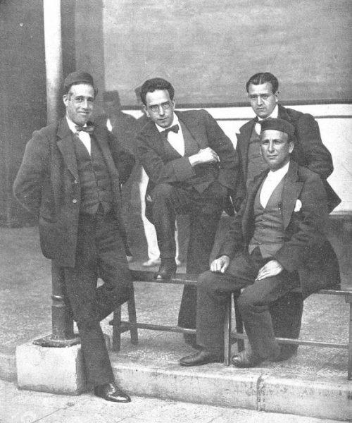Julián Besteiro, Daniel Anguiano, Andrés Saborit y Francisco Largo Caballero en el penal de Cartagena, por Campúa (1918).