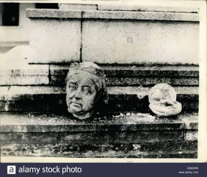 Estatua de la Reina Victoria decapitada en 1964, en la Guayana Británica