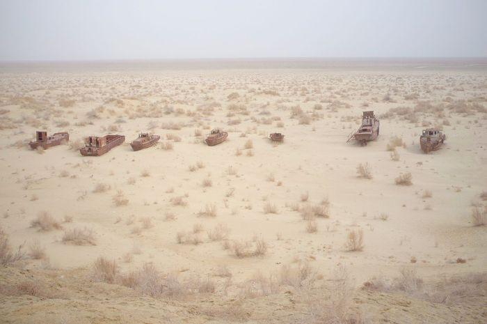 """""""Cementerio de barcos"""" en Muynak"""