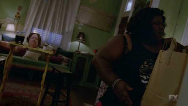 Queenie hace comprender a Delphine los sentimientos y la historia de un pueblo esclavizado