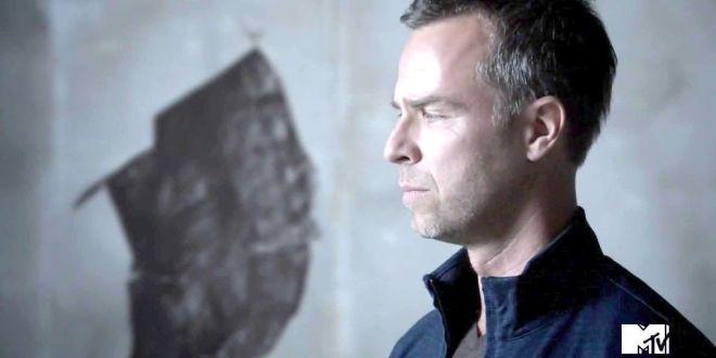 JR Bourne es Chris Argent en Teen Wolf
