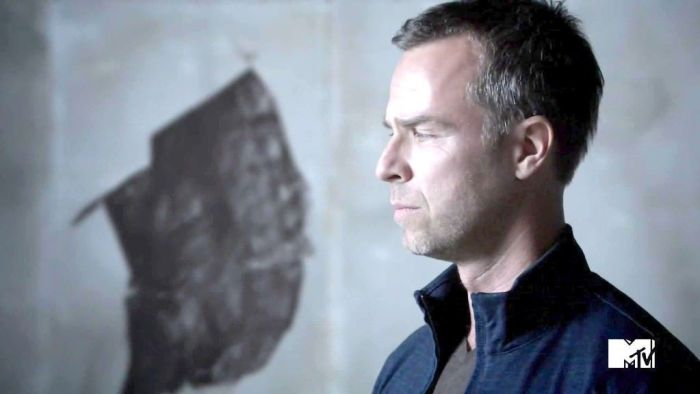 JR Bourne es Chris Argent en Teen Wolf