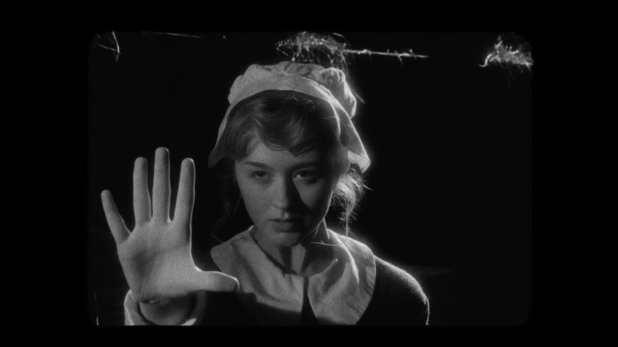 American Horror Story: Coven 3x12: Una bruja en el pasado durante las Siete Maravillas