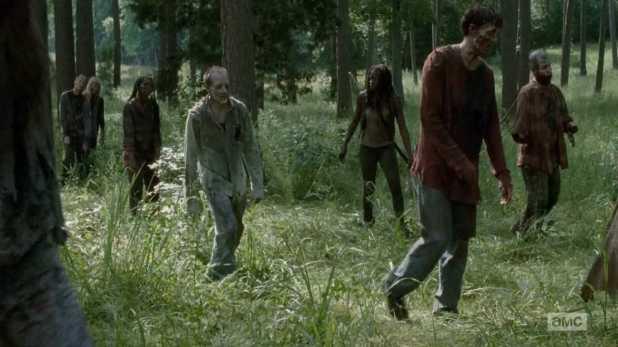The Walking Dead 4x09 After - Michonne se agobia tras sentirse rodeada de caminantes