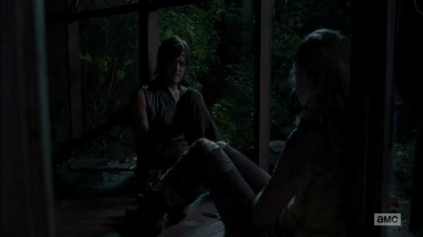 The Walking Dead 4x12 Still - Daryl y Beth llegan a un entendimiento