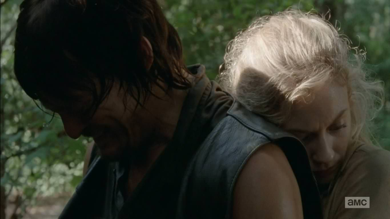 The Walking Dead 4x12 Still - Daryl y Beth abandonan sus diferencias