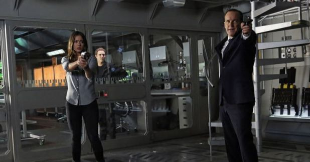 Agents of SHIELD 1x17 Turn, turn, turn - Skye y Coulson