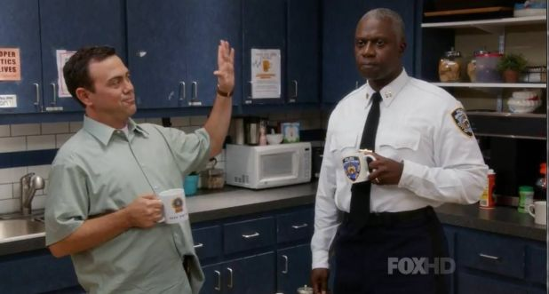 Crítica de Brooklyn Nine-Nine: Andre Braugher interpreta al hierético Captain Holt